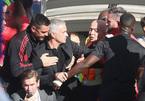Mourinho nổi nóng với trợ lý HLV Chelsea ăn mừng khiêu khích