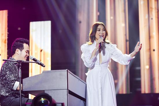 Mỹ Tâm mặc Hanbok, hát trong liveshow 4000 người ở Hàn Quốc