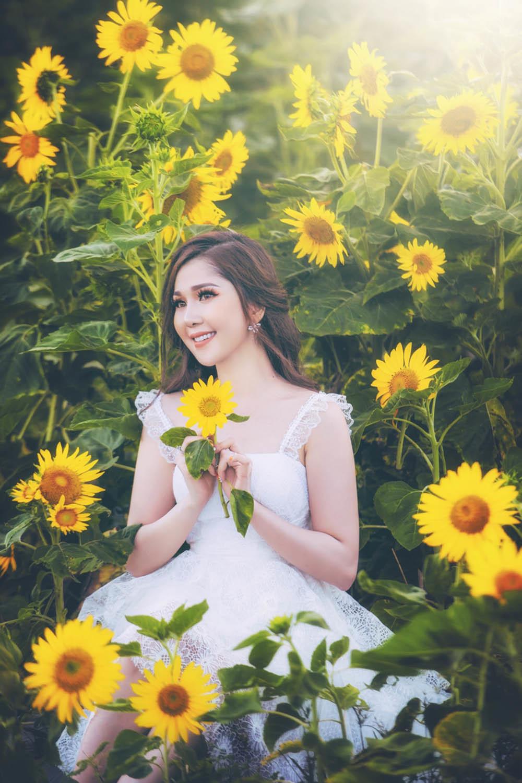 Hot girl Cần Thơ tung ảnh xinh đẹp giữa 'rừng' hoa hướng dương