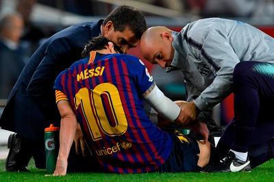 Messi gãy tay, lỡ trận Siêu kinh điển với Real Madrid