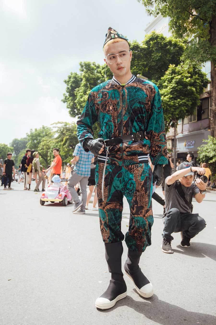 Muôn kiểu thời trang 'phang' thời tiết của giới trẻ Hà Thành