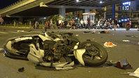 BMW tông loạt xe máy: Tiếng va như tiếng nổ, người nằm la liệt