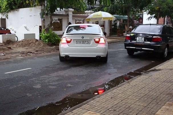 Những nguyên tắc lùi xe ô tô bạn nhất thiết phải biết
