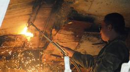 Chống dột cao tốc 34.000 tỷ: Dỡ ván gỗ, bẹ chuối dưới gầm cầu