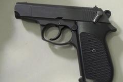 Phát hiện khách nước ngoài đem súng lên máy bay