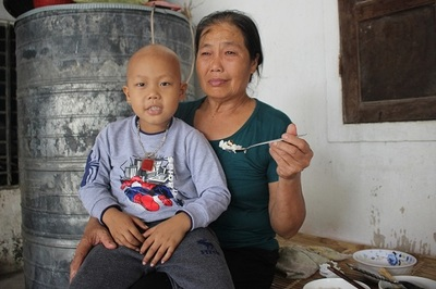 Chồng con cùng ung thư, người phụ nữ bất lực cầu cứu