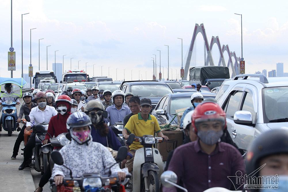 tai nạn,tai nạn giao thông,ùn tắc giao thông,ùn tắc,cầu Nhật Tân,Hà Nội