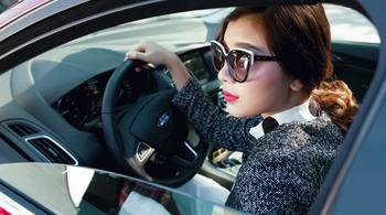 Phụ nữ lái xe ô tô cần bỏ ngay những điều này kẻo gây họa lớn