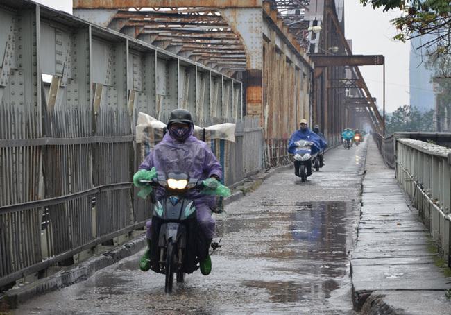 Dự báo thời tiết Hà Nội có mưa giông, trời lạnh