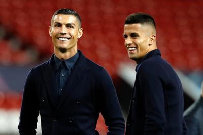 CĐV MU phát cuồng chào đón Ronaldo trở lại Old Trafford