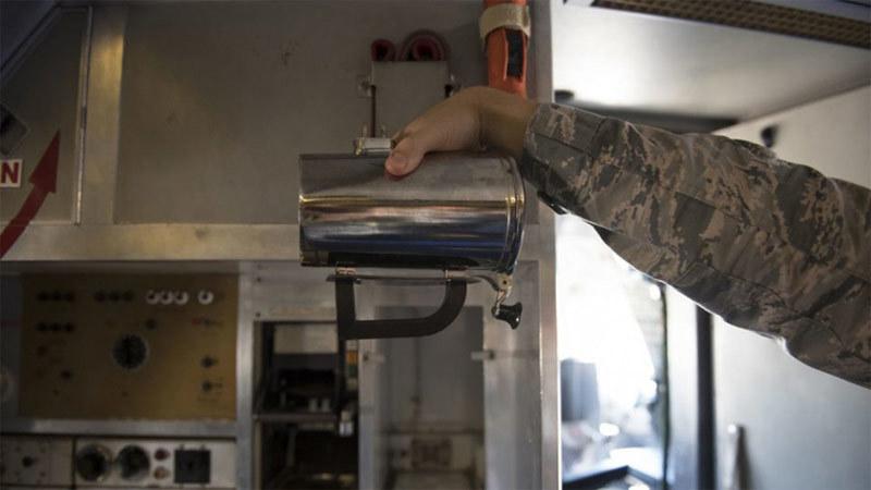Không lực Mỹ 'loay hoay' giải thích cốc cà phê giá 30 triệu đồng