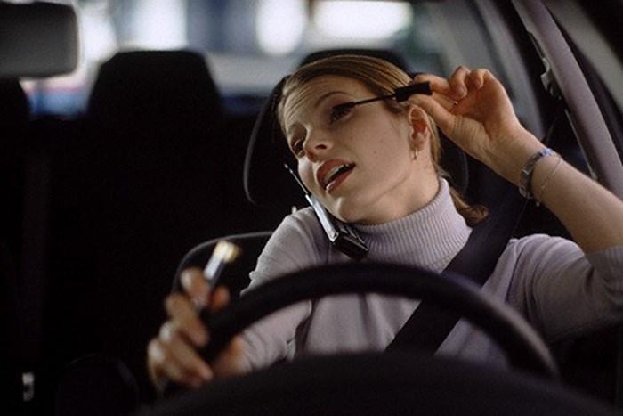 Tai họa từ những thói quen lái xe của phụ nữ