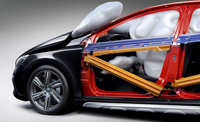 Xe hơi ngày nay trang bị công nghệ gì để giữ mạng người?