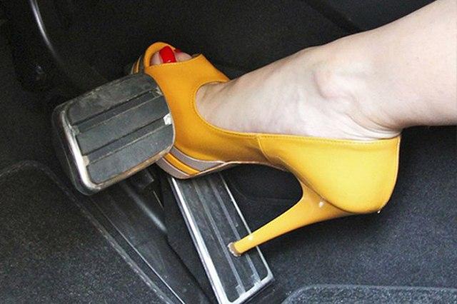 Thói quen xấu khi lái xe của phụ nữ dễ gây ra tai nạn