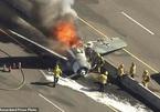 Máy bay lao xuống cao tốc, bốc cháy ngùn ngụt