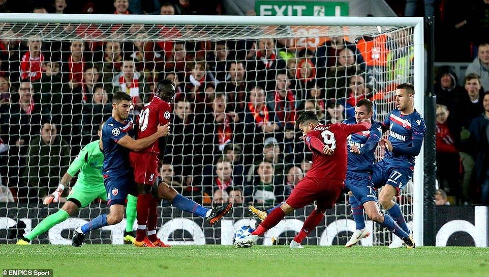 Salah lập cú đúp, Liverpool chiếm ngôi đầu bảng