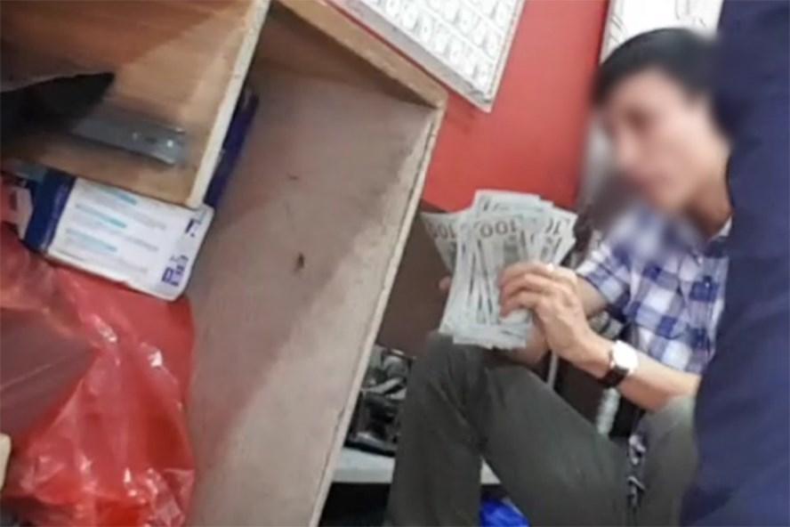 Chợ ngoại tệ 'chui' lớn nhất Hà Nội vẫn tấp nập
