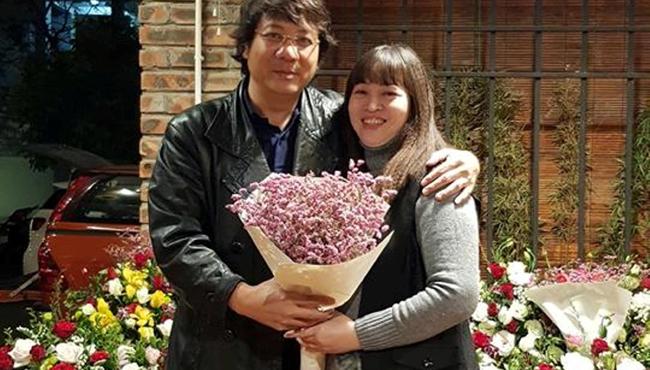 'Giọng bass đẹp nhất Việt Nam' tiết lộ về vợ nghệ sĩ kém 5 tuổi