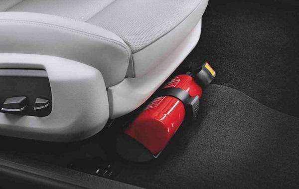 Ô tô 4 chỗ bắt buộc phải trang bị bình cứu hỏa