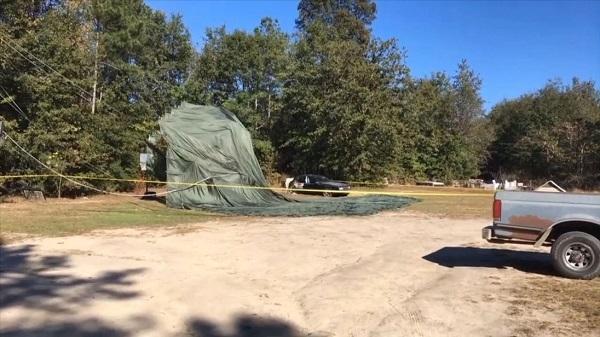 Máy bay vận tải Mỹ thả xe bọc thép xuống sân chơi trẻ em
