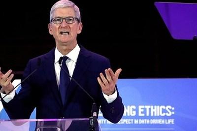 CEO Apple chỉ trích Facebook và Google xâm phạm dữ liệu người dùng