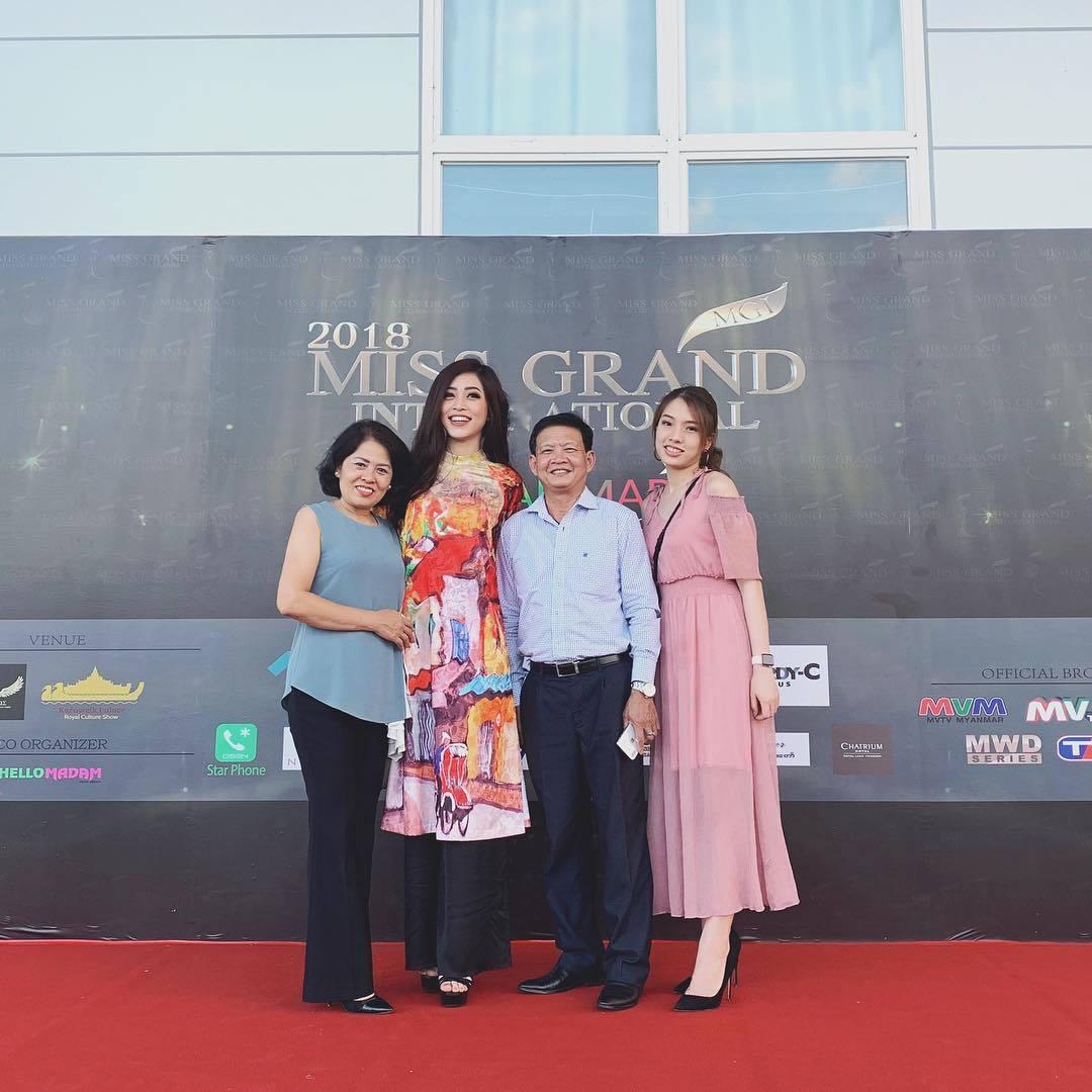 Tin Sao Việt ngày 26/10: Diva Hồng Nhung diện bikini, khoe nhan sắc không tuổi