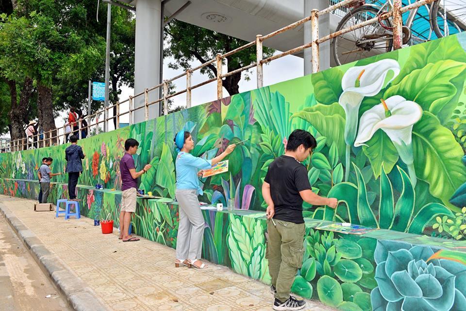 Nhận lời mời của UBND phường Trúc Bạch, trong vòng 10 ngày, nhóm họa sĩ Nghệ thuật Tân Hà Nội của tác giả