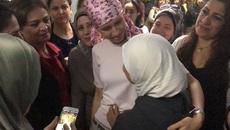 Phu nhân Tổng thống Syria vui vẻ trò chuyện trước khi điều trị ung thư