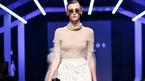Người mẫu 'thả rông' vòng 1 trong tuần lễ thời trang quốc tế Việt Nam
