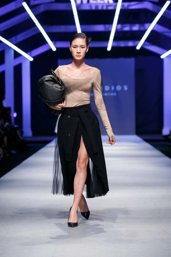 Vietnam international fashion week mở màn bằng mẫu thiết kế NTK Lâm Gia Khang