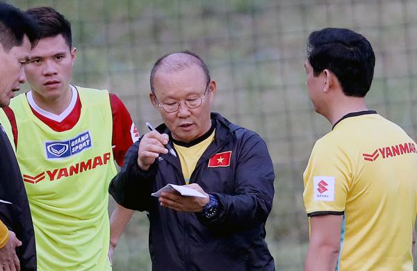 HLV Park Hang Seo loại Quả bóng vàng 2017 Đinh Thanh Trung