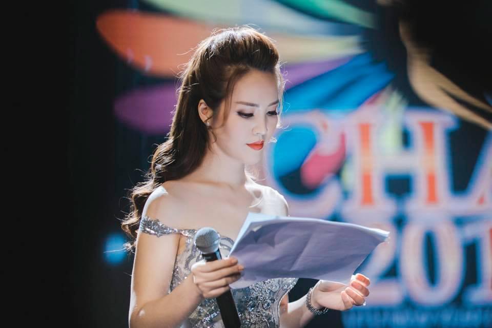 Á hậu Thụy Vân: Chồng phải ra mặt fan cuồng mới thôi theo tôi