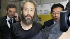 Nhà báo Nhật bị khủng bố cấm gãi đầu, thở bằng mũi