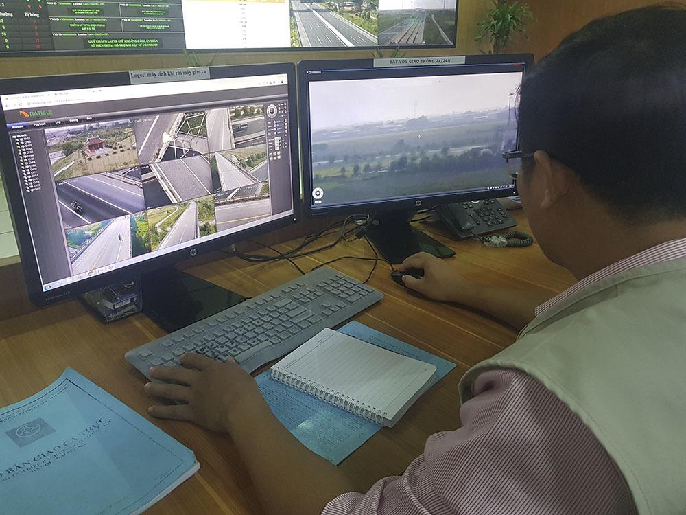 Xe khách 'chổng vó' trên cao tốc Hà Nội-Hải Phòng, nhiều người nhập viện