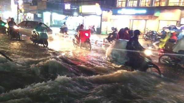 Dự báo thời tiết 27/10: Bắc Bộ mưa lạnh, Nam Bộ triều cường mức cao nhất