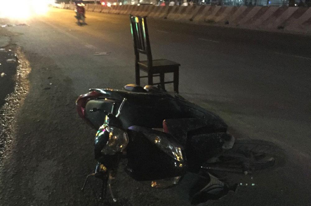 Xe 'điên' quét hàng loạt xe máy trong đêm, 5 người nhập viện