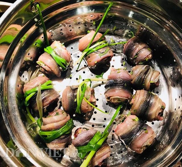 Tối nay ăn gì: Cách làm món lươn cuốn thịt rán thơm phức, bé ăn vừa ngon vừa bổ