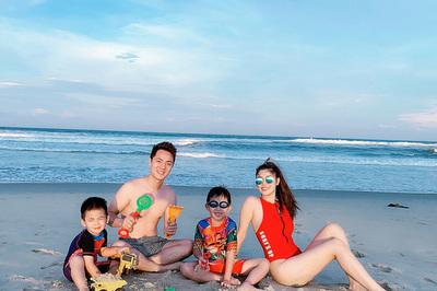Vợ Đăng Khôi diện bikini gợi cảm trong chuyến du lịch ở Hội An