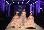 BTV Hoài Anh làm mẫu catwalk thần thái