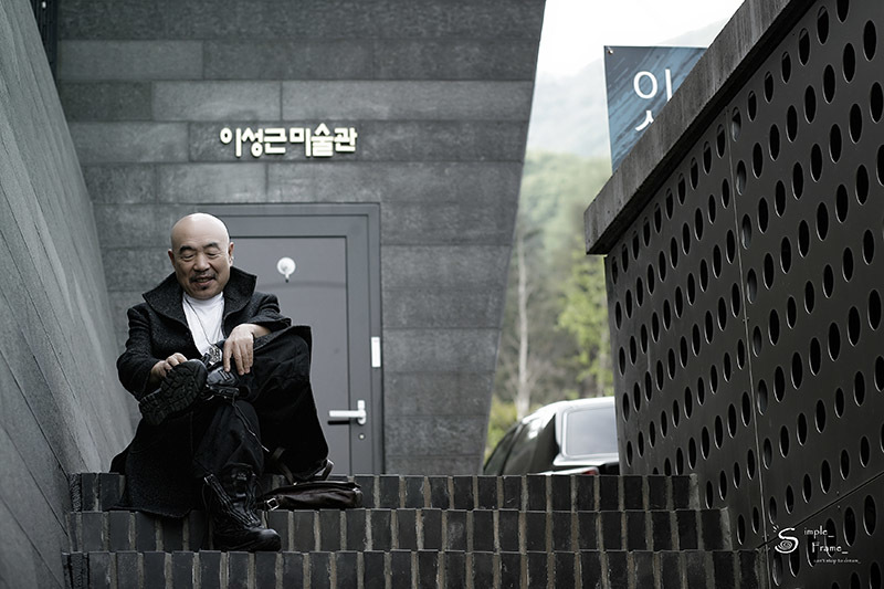 Danh hoạ nổi tiếng Hàn Quốc chia sẻ khó khăn với các nạn nhân chất độc da cam