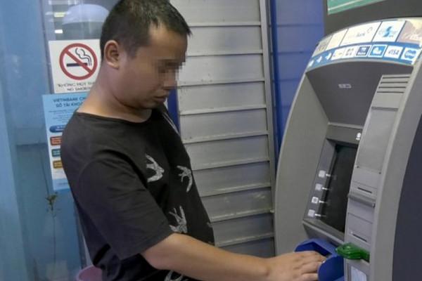 Hàng loạt khách hàng Vietinbank bị đánh cắp mật khẩu thẻ ATM rút trộm tiền