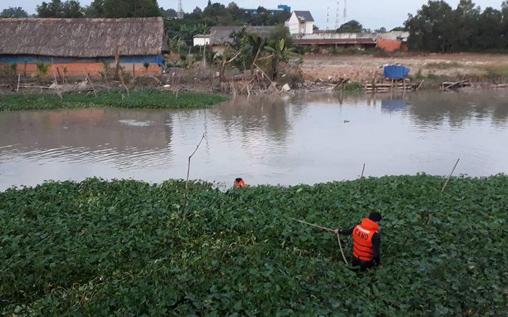 Thách thức bơi qua sông, một người đàn ông mất tích