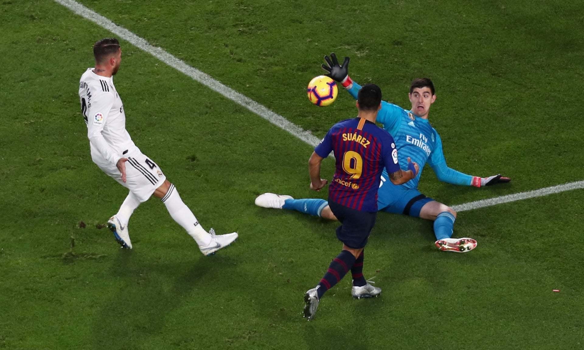 Luis Suarez hạ gục Real: Cha, con và hat-trick