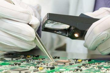 Apple, Amazon trả đũa Bloomberg vì không gỡ vụ chip gián điệp TQ