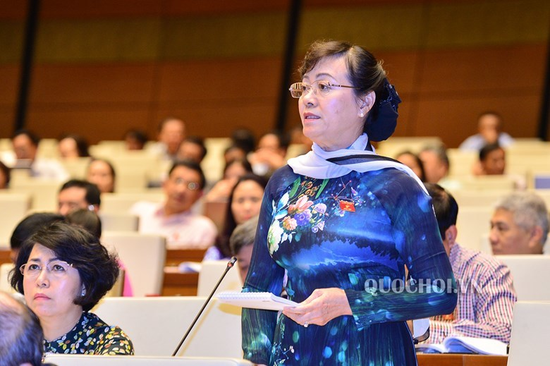 Tranh luận của bà Quyết Tâm và ĐB Bình Nhưỡng về nhà hát ở Thủ Thiêm