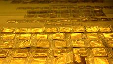 Giá vàng hôm nay 31/10: USD tăng vọt, vàng lui bước