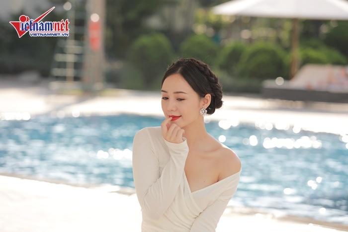 Quỳnh Kool - Gái quê bị ghét nhất Quỳnh búp bê thả dáng bên hồ bơi