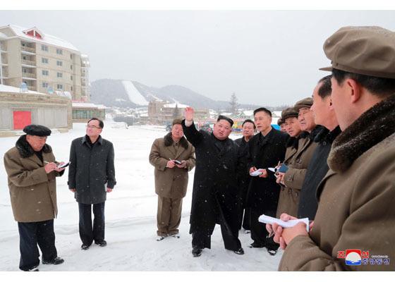 Kim Jong Un đội tuyết thị sát công trình