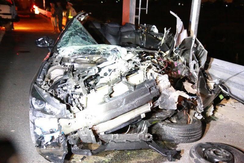 Mazda nát bươm trên cao tốc Hải Phòng-Quảng Ninh, 2 người chết