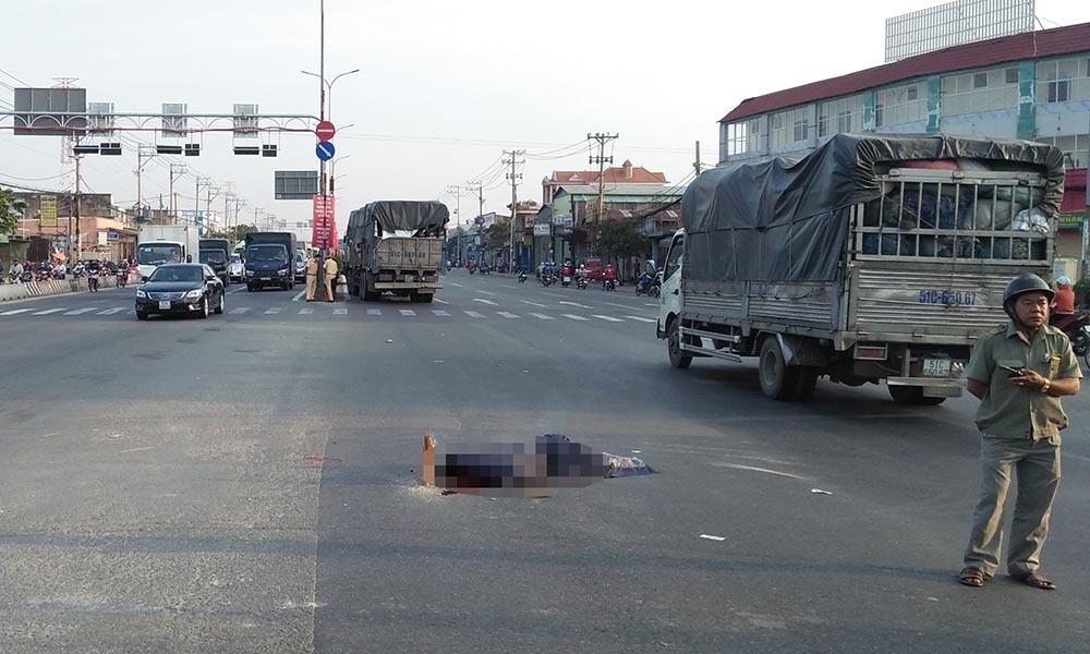 Người bán vé số dạo ở Sài Gòn chết thảm dưới bánh xe tải